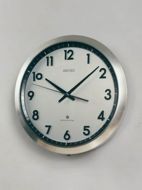 Launching of the world's first quartz wall clock